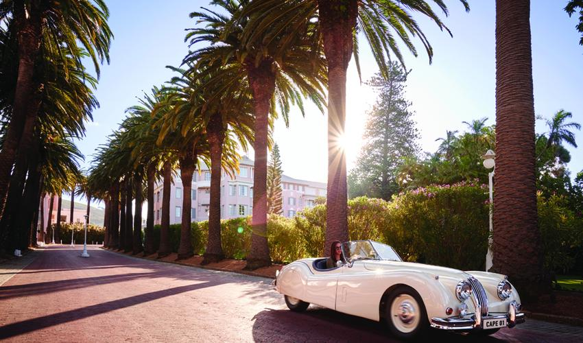 Palm Avenue with a magnificent classic car