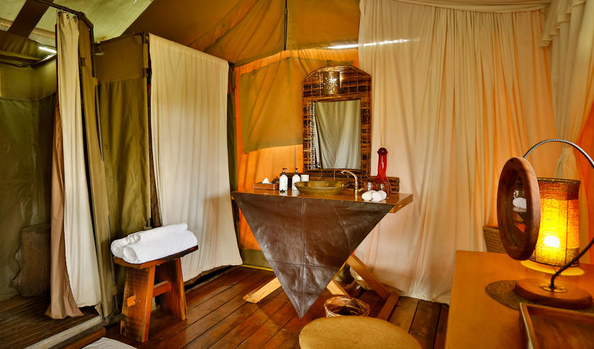 En Suite bathrooms with hot showers, flush toilets and a full range of guest amenities
