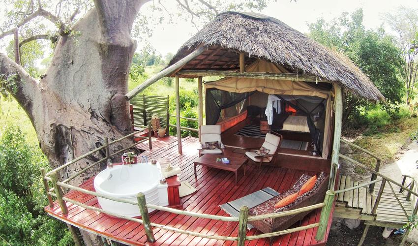Deluxe Suite with outside shower and bath. Ideal for Couples and Honeymooners at Mbali Mbali Tarangire River Camp