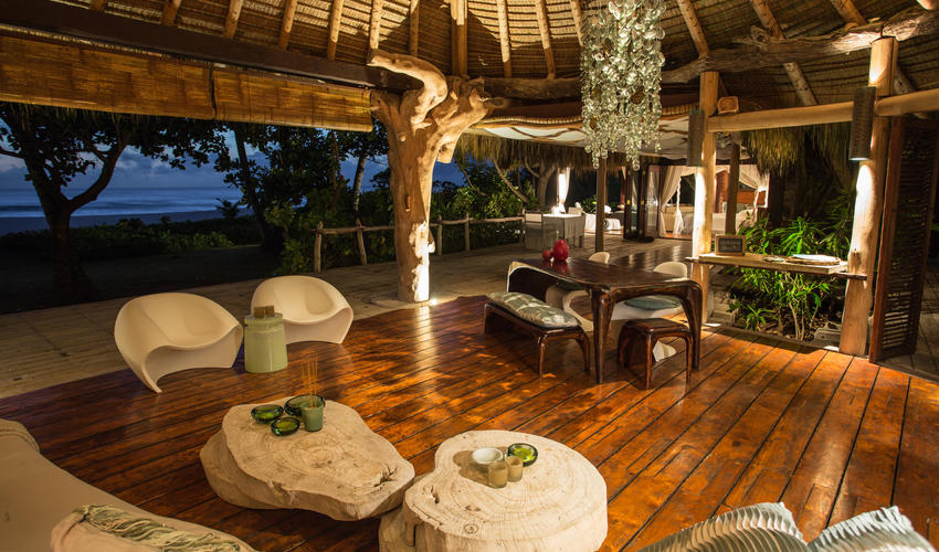 Presidential Villa: lounge and dining area