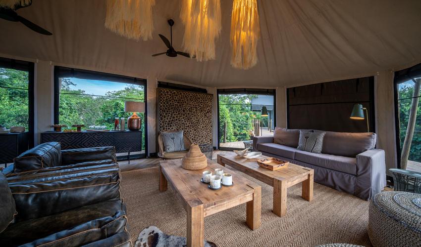 Main area lounge