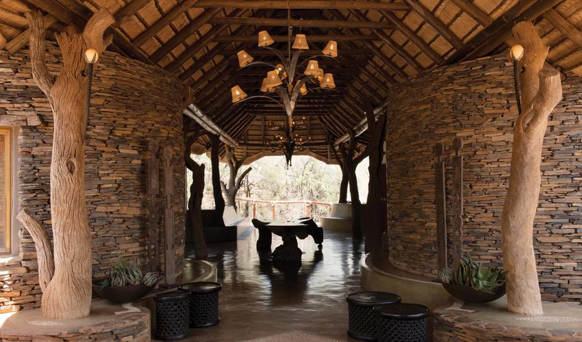A warm welcome and a refreshing drink await you on your arrival at Madikwe Hills