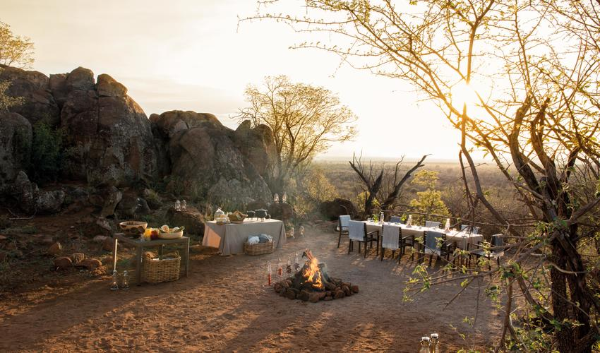 Enjoy breakfast in the african bush after your morning game drive