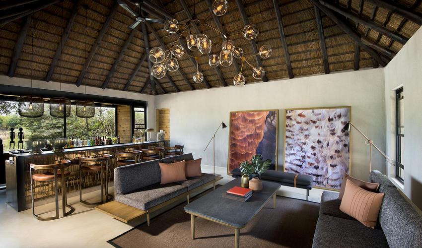 Ivory Lodge, Lounge and bar