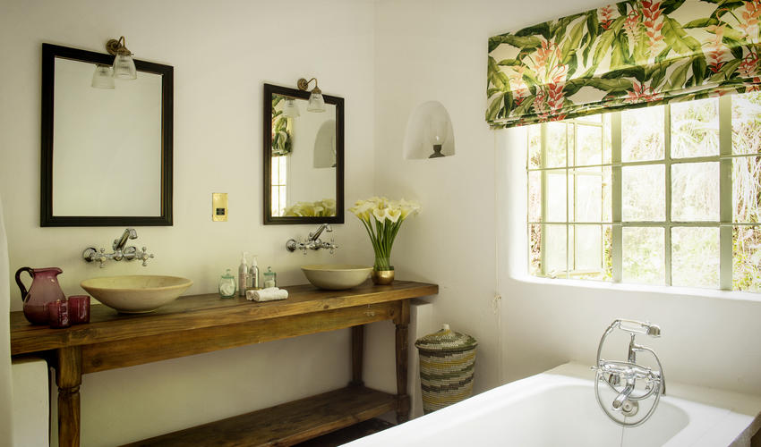 Guest cottage bathroom