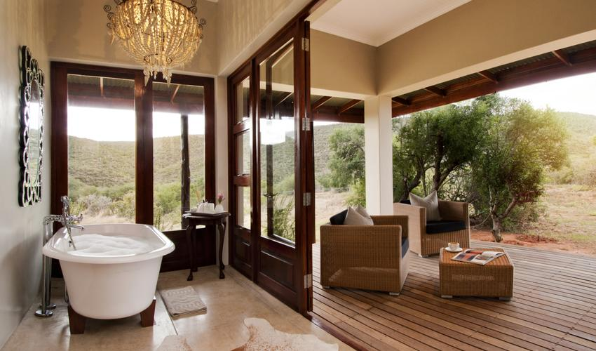 Bath with a view of the beautiful landscape