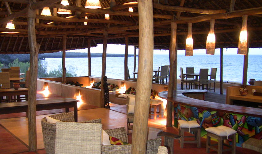 Sea breeze dining at Nuarro