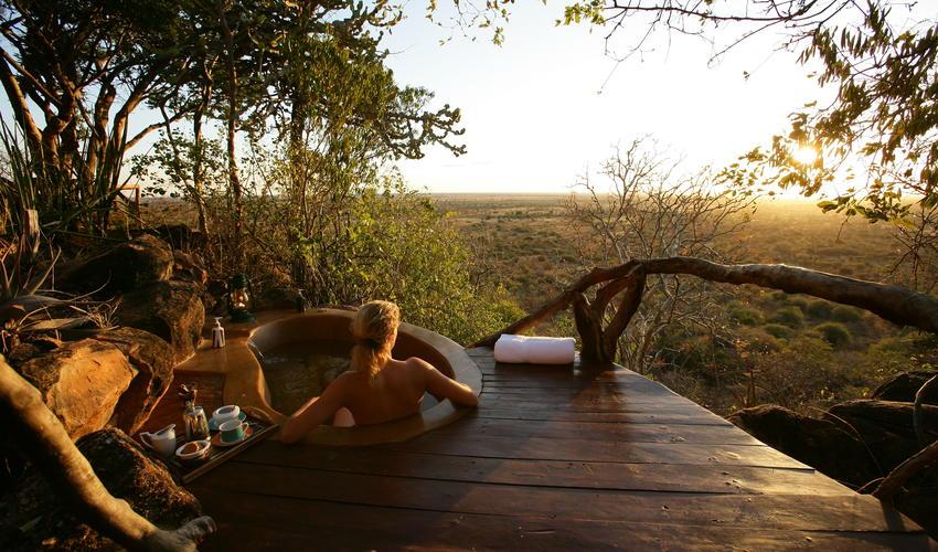Enjoy the luxurious Outside bath