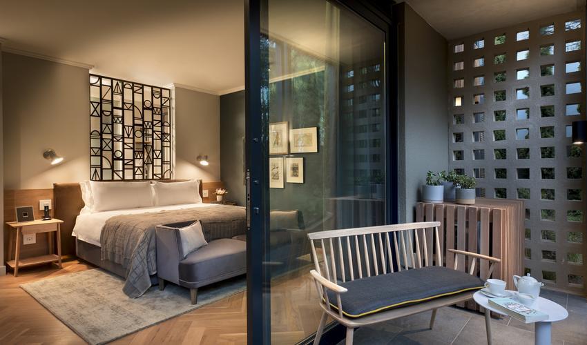 Luxury Bedroom & outdoor patio
