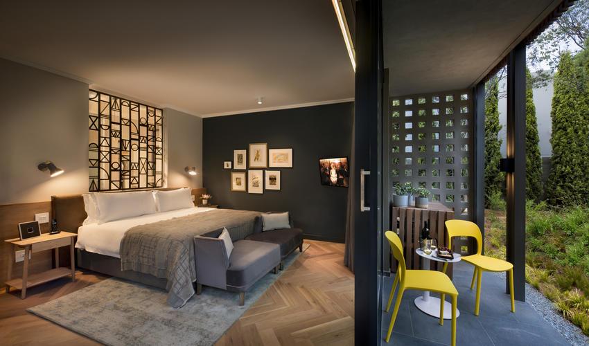 Luxury Bedroom & outdoor patio - ground floor