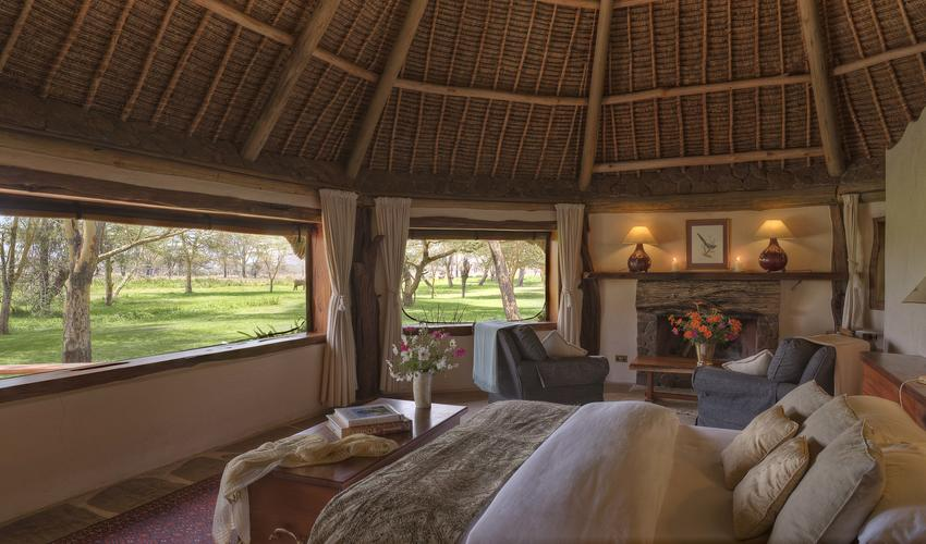 The spacious rooms in Sirikoi Cottage are stylish and luxurious, whilst being in tune with the African bush. Muted tones of colour blend with textured materials to create a unique atmosphere. Each room has a fireplace (lit in the evenings) and large ensuite bathroom boasting bath, shower, double sink and WC.