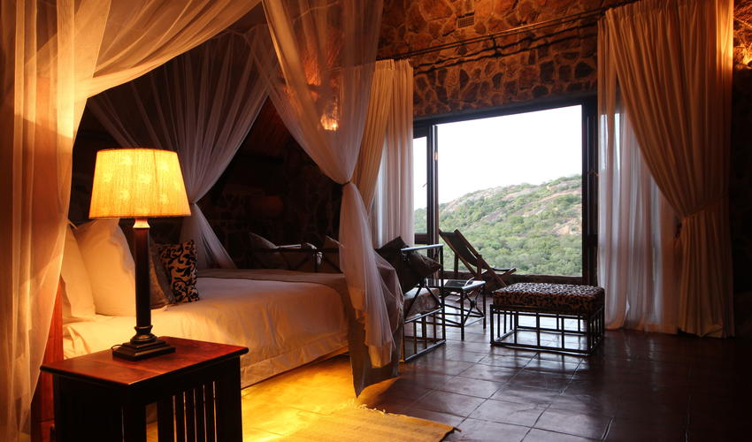 From families to adventure seekers to honeymooners, Big Cave Camp has it all!