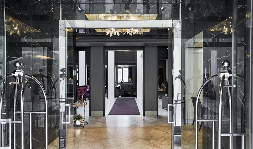 Queen Victoria Hotel | Entrance
