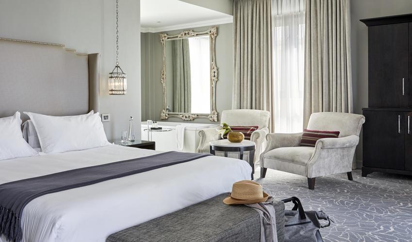 Queen Victoria Hotel | Junior Mountain Suite