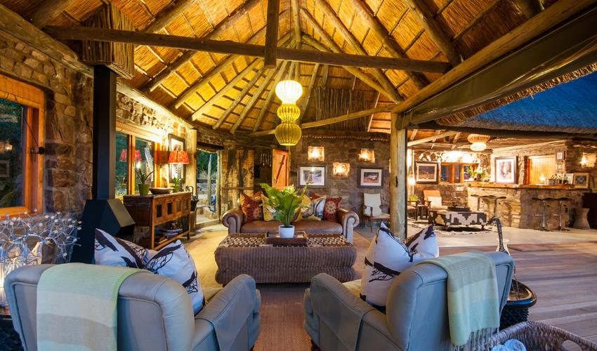 Lodge Lounge & Bar
