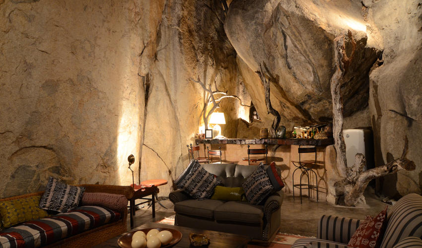 Built into an elevated granite cave, the bar and lounge area provides the perfect setting for pre-dinner refreshments and snacks.