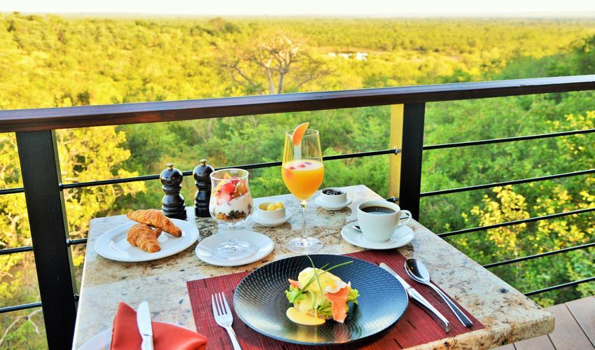 Victoria Falls Safari Club breakfast with a view