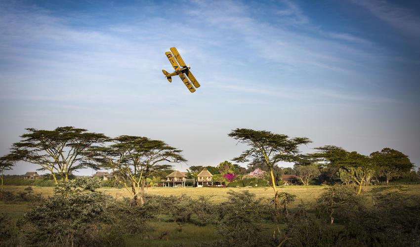G-AAMY in flight over Villa Segera