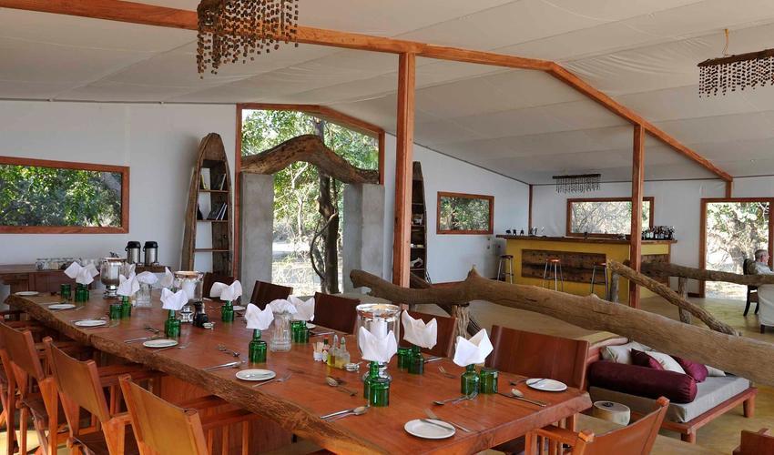 Dining/Bar & Lounge area