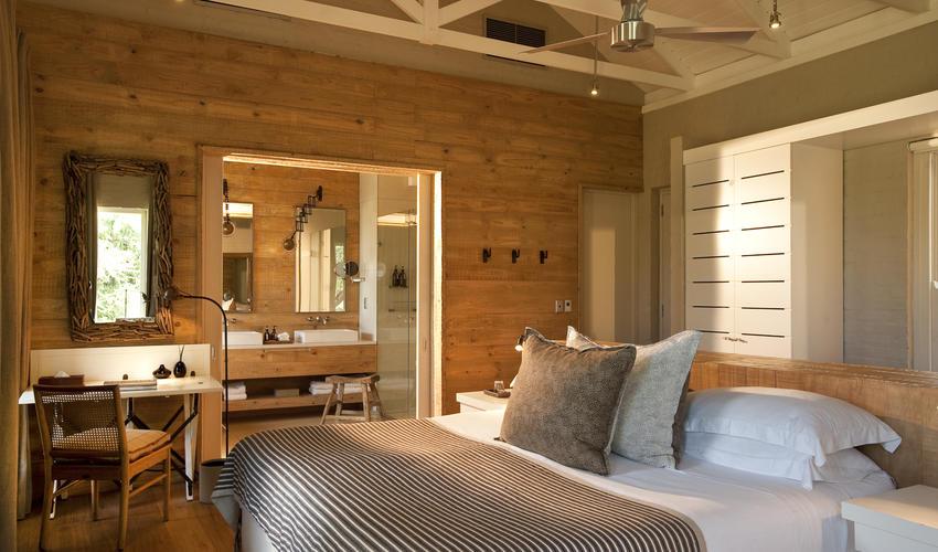 One of the 5 comfortable bedrooms en-suite