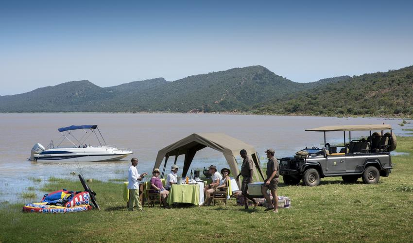 For long stays of 5 nights and more we can also offer some watersports at Molatedi Dam