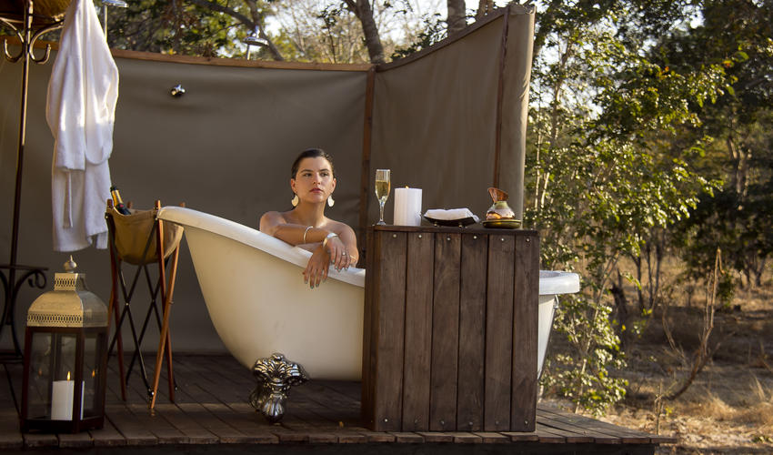 Luxurious outside bath in honeymoon suite