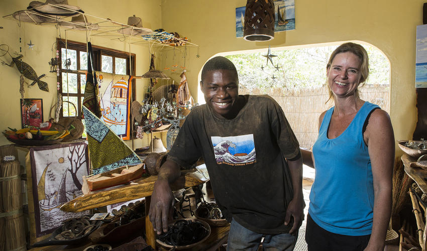 A Visit to the the local Mozambican arts and crafts workshop