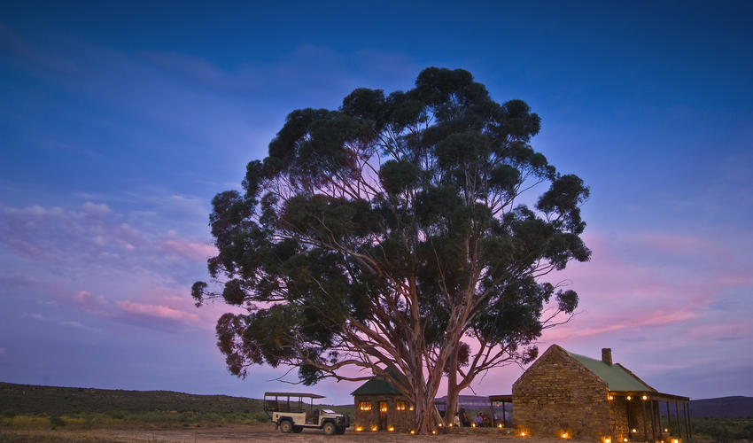 ('Tinderbox of stories' in the ancient language of the Bushman), a secret dining location within the reserve for intimate candlelit dinners for up to 16 guests, is perfect for smaller groups, private celebrations and ideal for special occasions. An additional surcharge applies and 24 hours is notice required.