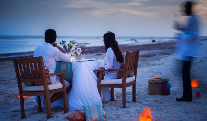 Romantic private dinners on the beachfront