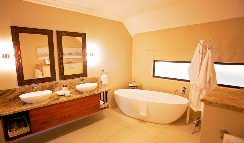 Executive Suite Bathroom, Ilala Lodge Hotel