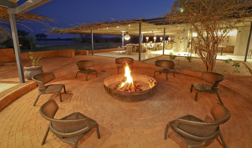 Cosy fire pit and bar