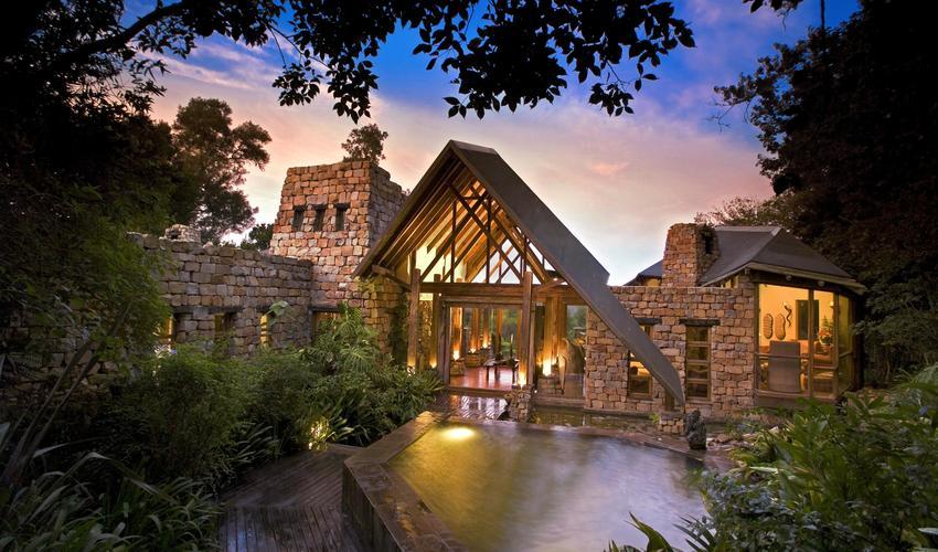 The beautiful entrance to Tsala Treetop Lodge