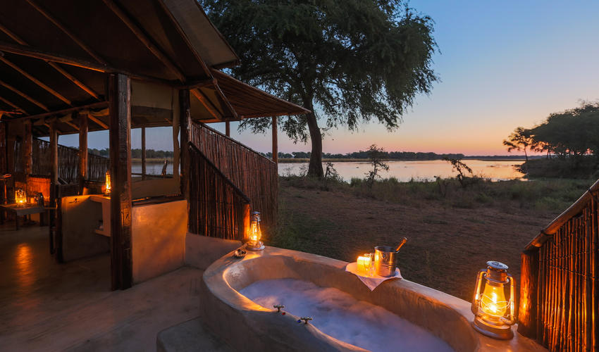 Old Mondoro - a bushcamp with class and romance