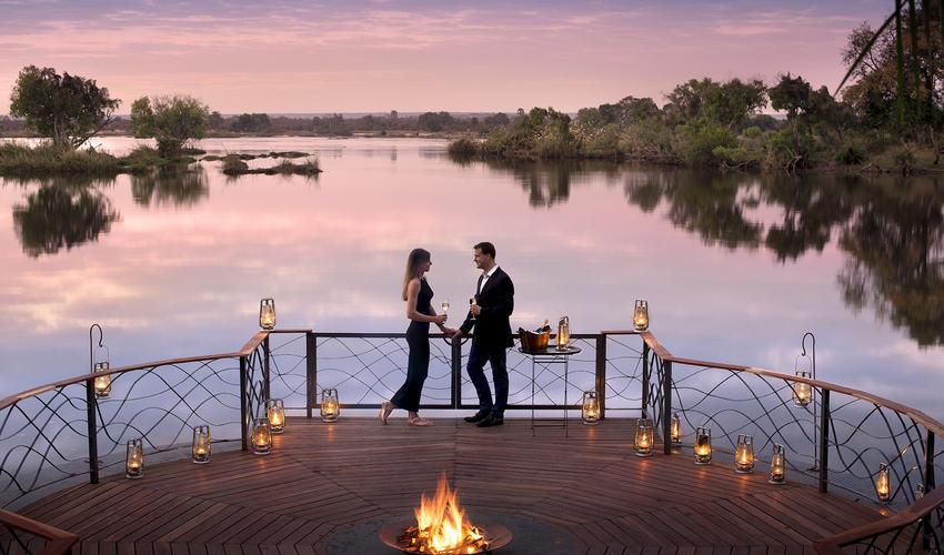 Romantic moment during sundowners