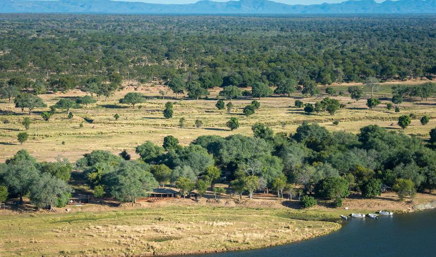 Ruckomechi is nestled on the banks of the Zambezi River adjacent to Mana Pools National Park