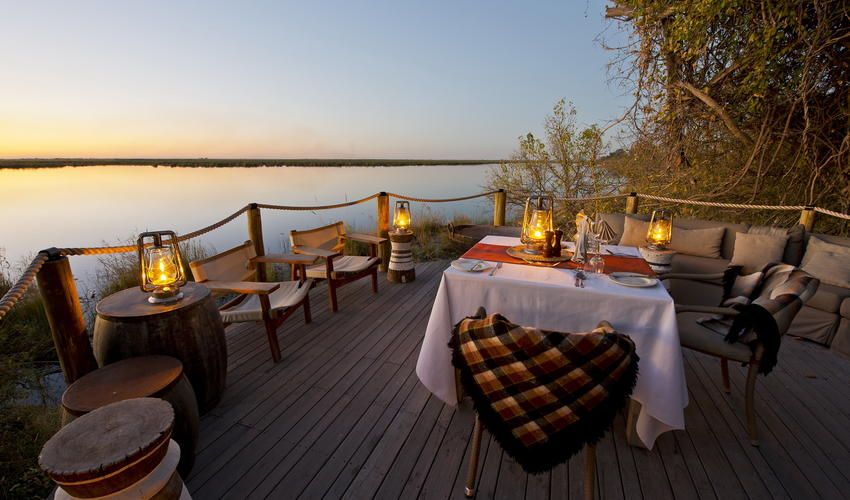 Open air dining overlooking Osprey Lagoon