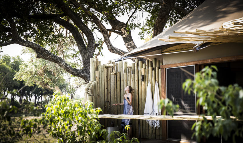 Little Mombo bathrooms all feature outdoor showers