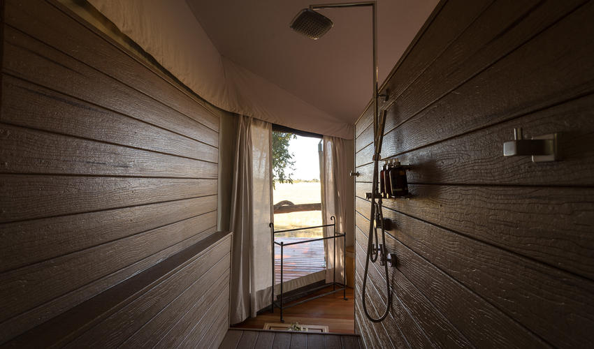 All rooms are en-suite with indoor and outdoor showers