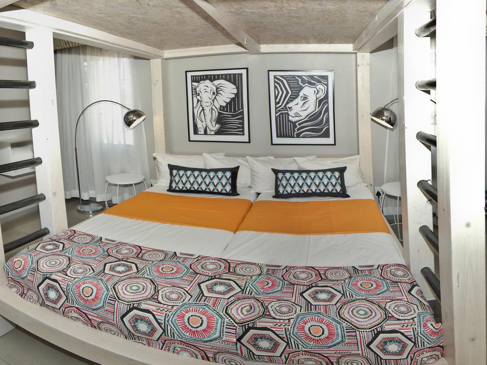 Bitte beachten Sie: Das Familienzimmer ist mit einem Etagenbett, Bad und Klimaanlage ausgestattet.