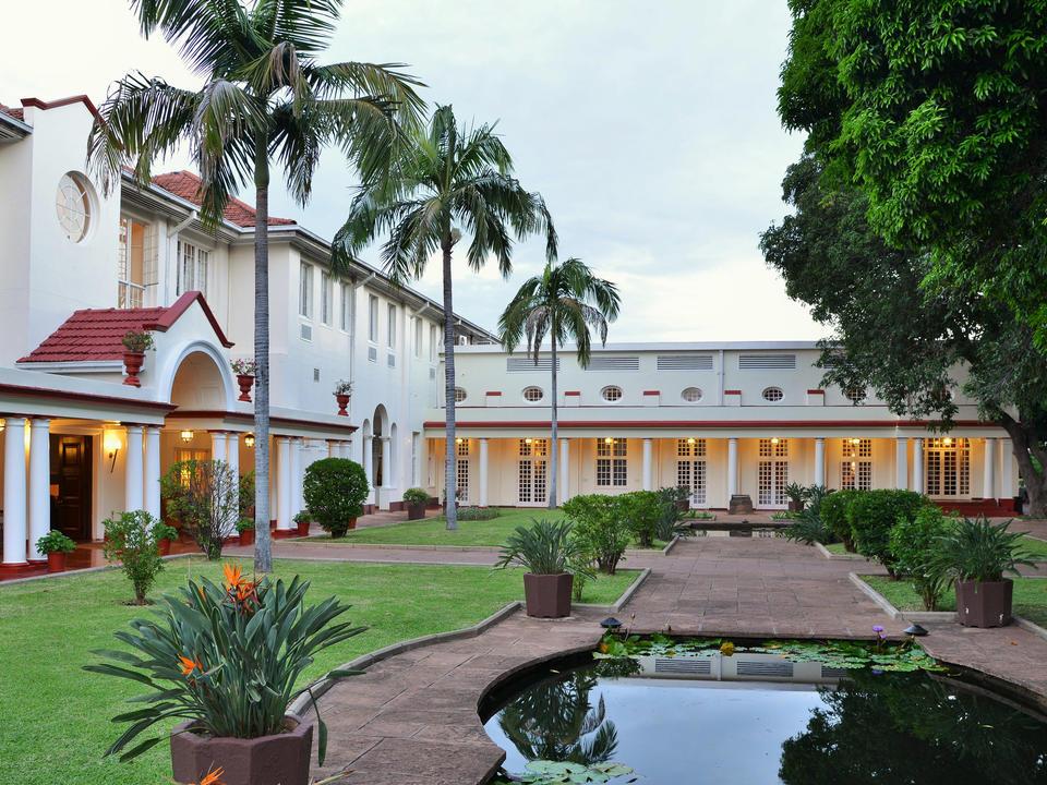 Innenhof und Livingstone Zimmer Eingang