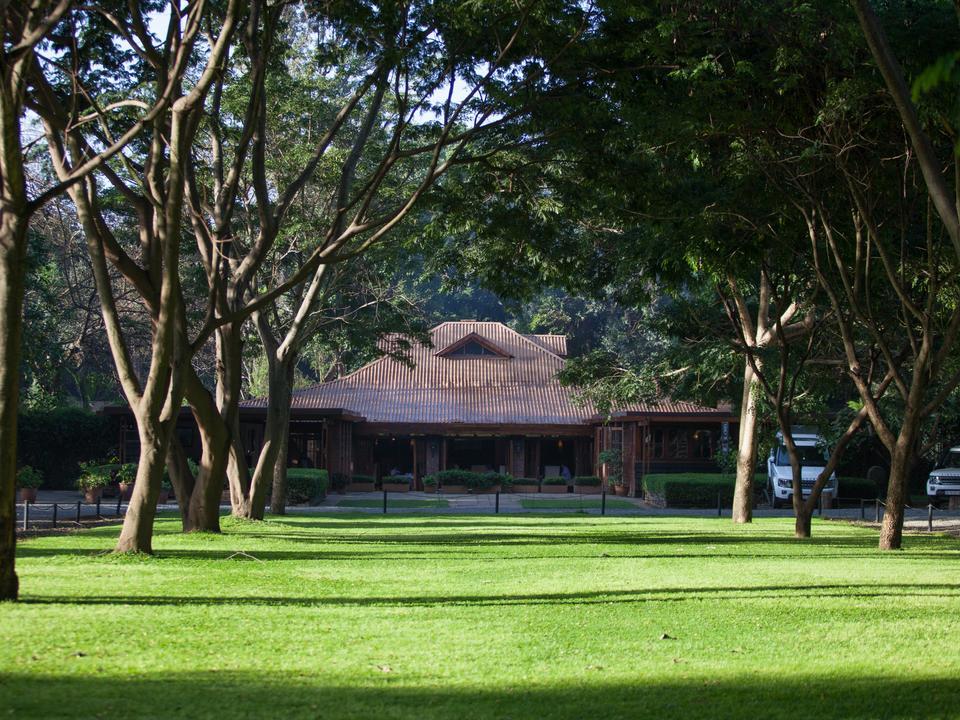Außenansicht der Lodge & Gärten