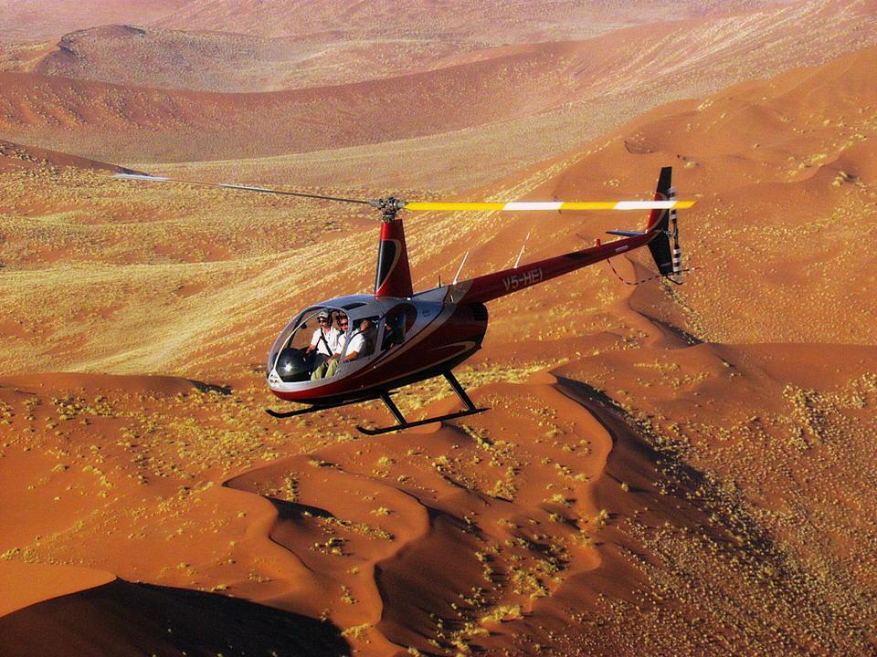 Entdecken Sie die Majestät der Namib-Wüste mit dem Hubschrauber! Wir bieten eine große Auswahl an spannenden Flips und auch maßgeschneiderte Flüge für Fotografen, die sich auf bestimmte Bereiche des Namib konzentrieren möchten.
