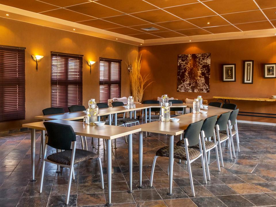 Nehmen Sie Ihre Konferenz, Seminar oder starten Sie in den Urlaub! Die Sossusvlei Lodge bietet ein einzigartiges Reiseziel für Konferenzen in Namibia.