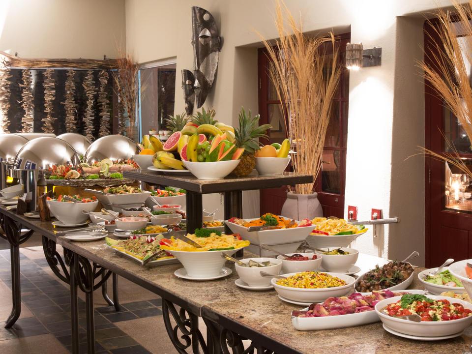 Hervorragende Buffet-Mahlzeiten in der Sossusvlei Lodge