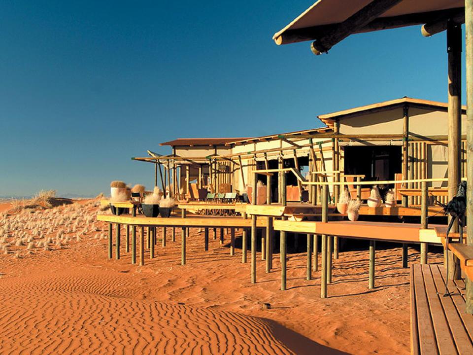 Die Dunes Lodge liegt auf einem Dünenplateau