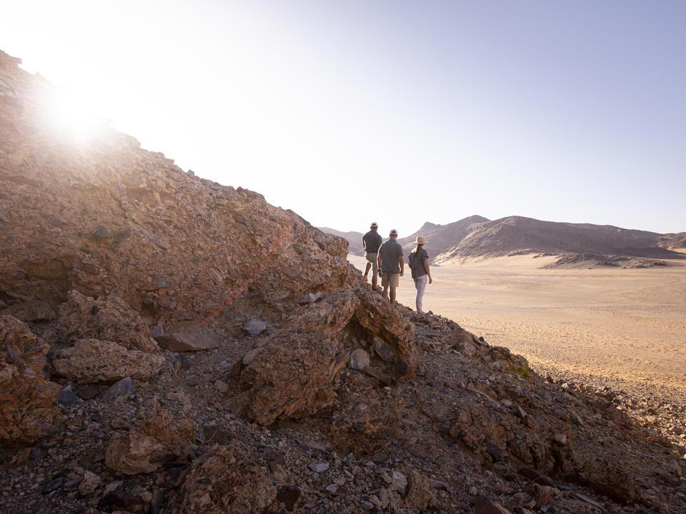 Eine Reihe von Wanderwegen nehmen die Wunder des Kulala Wilderness Reserve ein