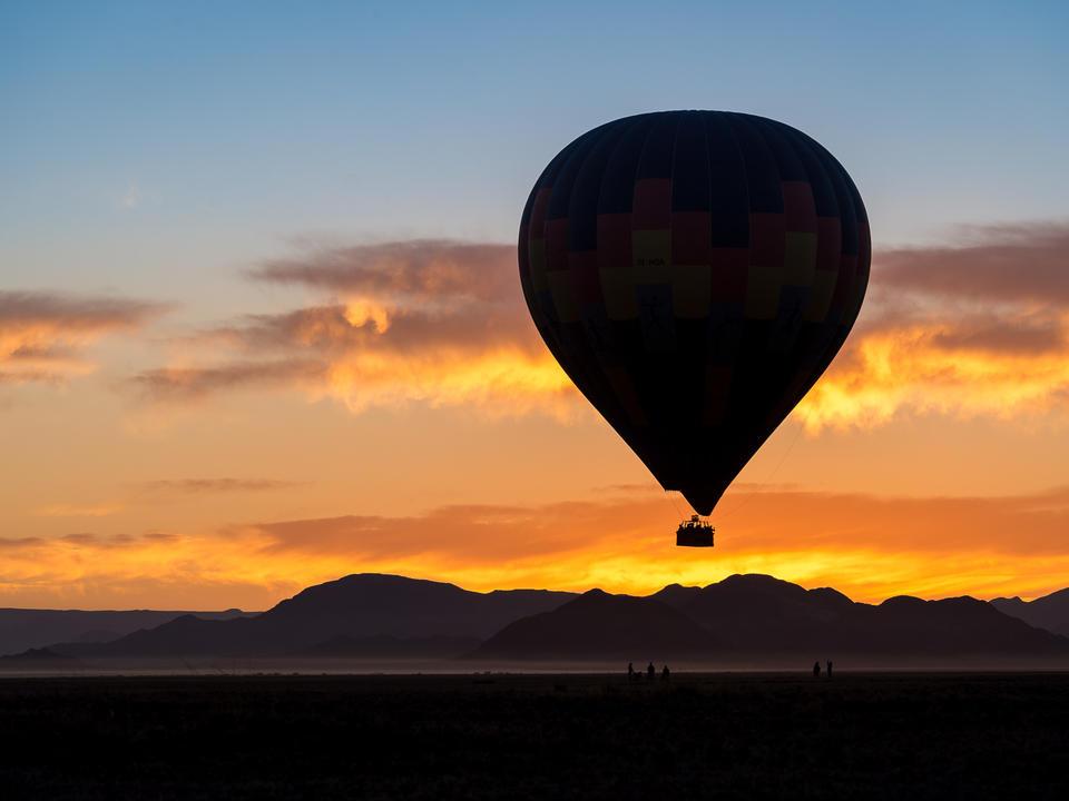 Ein Heißluftballonflug über die Namib-Wüste ist ein Muss