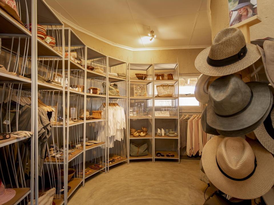 Unser neuer Safari Trading Store bietet seinen Gästen ein Stück des Little Kulala-Erlebnisses, das sie mit nach Hause nehmen können