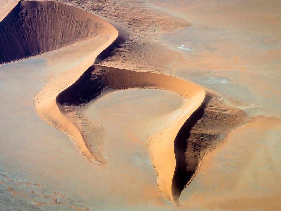 Die unverwechselbaren Sossusvlei Dünen aus der Luft