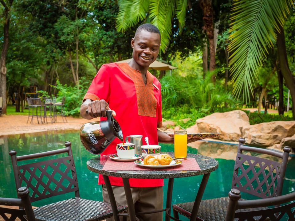 Frühstück an der frischen Luft im Café The Boma